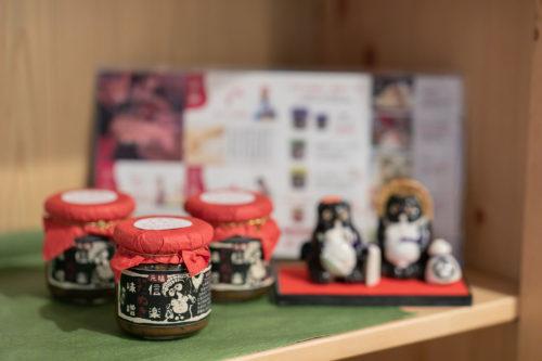 お土産コーナー:信楽のたぬき味噌